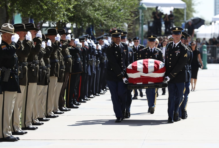 Image: The casket of Sen. John McCain is carried into the Arizona State Capitol