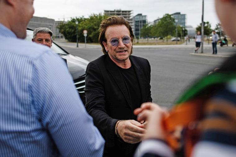 Image: German Chancellor Merkel and U2 singer Bono for talks