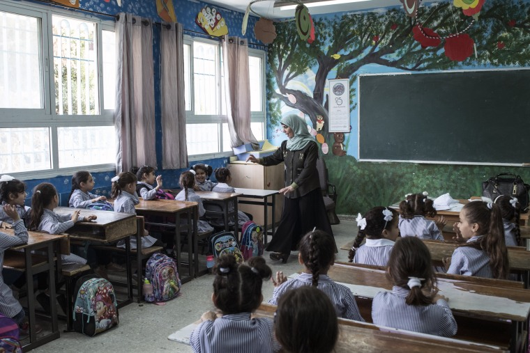 Image: A first grade English class at the Dheisheh Basic Girls School