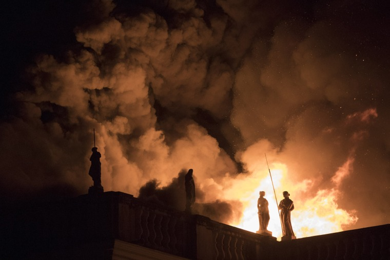 Image: Flames engulf Brazil's National Museum in Rio de Janeiro