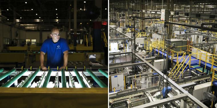 Image: People work at Fuyao Glass America