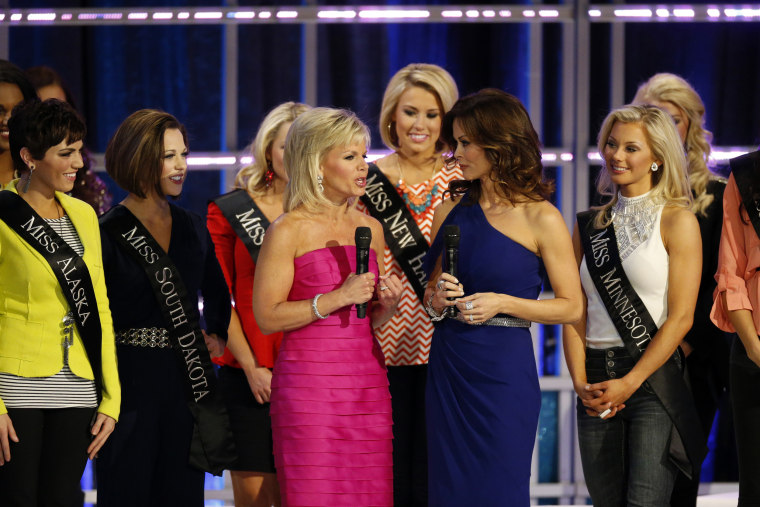 Image: Gretchen Carlson at 2013 Miss America Competition
