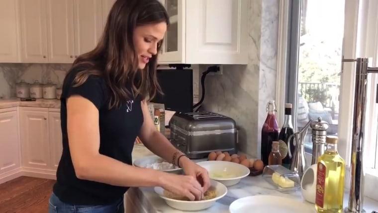 Jennifer Garner makes fish sticks