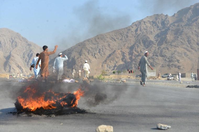Image: Men shout slogans against terrorists after a suicide attack in Afghanistan's Nangarhar province