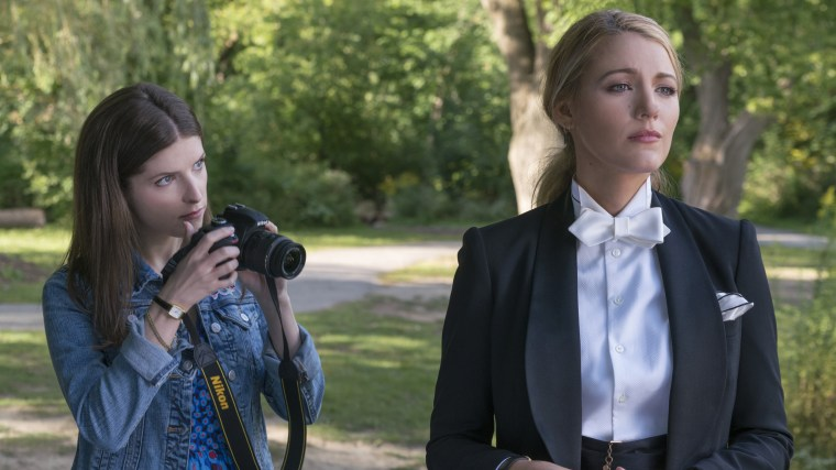 Image: Anna Kendrick and Blake Lively in A Simple Favor