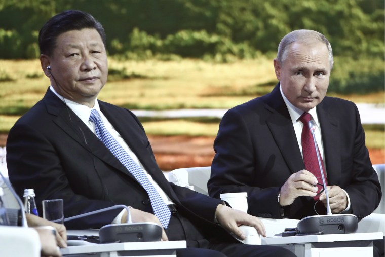 Image: Russian President Vladimir Putin, right, and Chinese President Xi Jinping