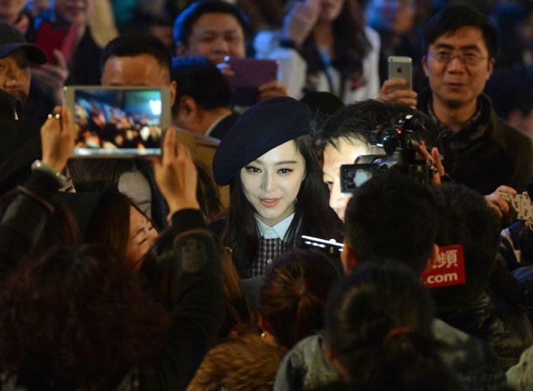 Image: Fan Bingbing attends a show at China Fashion Week