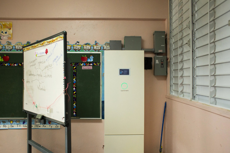 Image: Sonnen solar batteries in a classroom at the at the S.U. Matrullas Elementary School