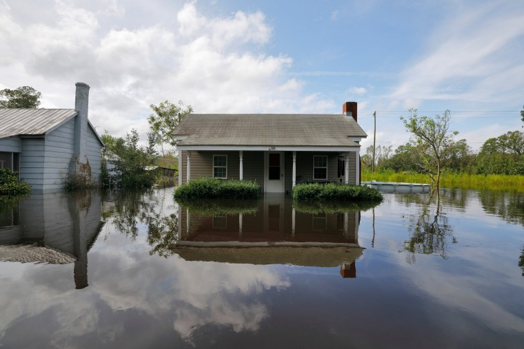 Image: Flooded homes are reflected as the Northeast Cape Fear River breaks its banks after Hurricane Florence in Burgaw, North Carolina