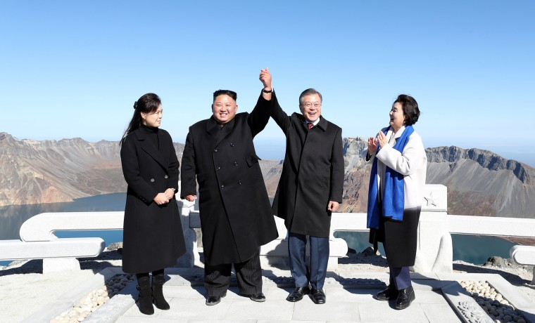 Image: South Korean President Moon Jae-in and North Korean leader Kim Jong Un pose for photographs on the top of Mt. Paektu