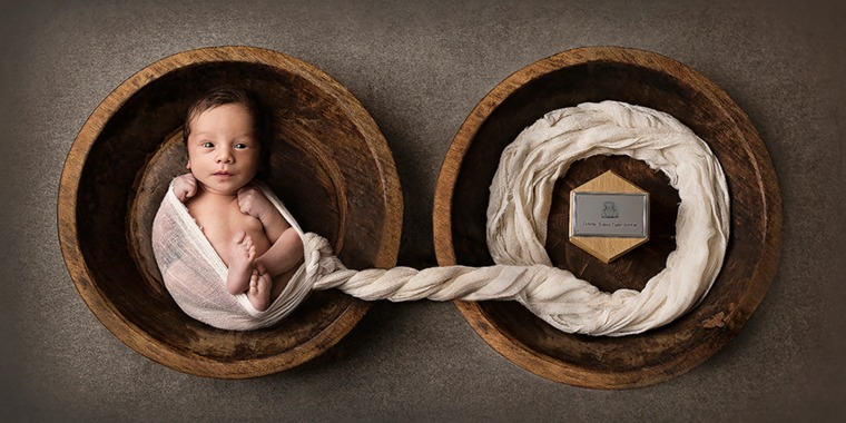 Mom shares heartbreaking pic of newborn next to twin brother's ashes