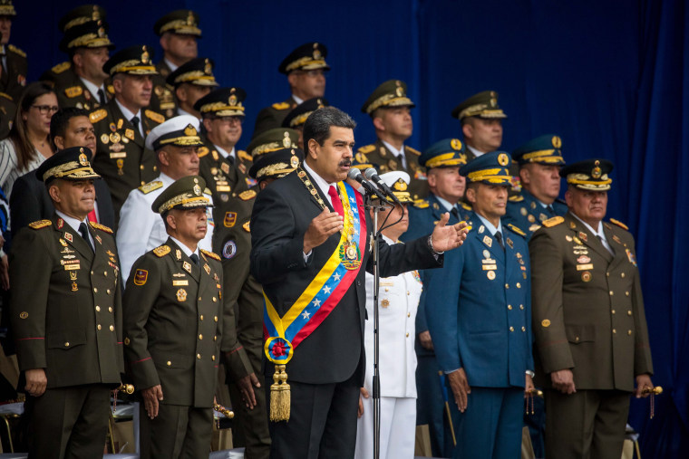 Image: Venezuelan President Nicolas Maduro speech cut short as soldiers scatter