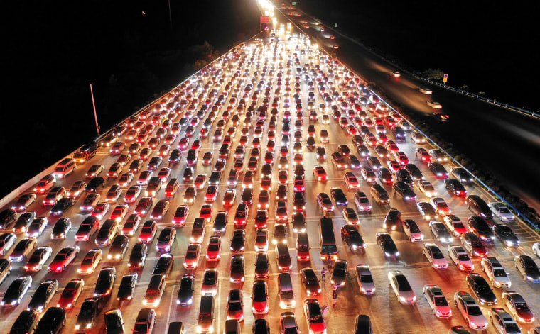 Image: Vehicles are seen jammed on a express way near a toll station, at the end of the Mid-Autumn Festival holiday, in Zhengzhou, Henan