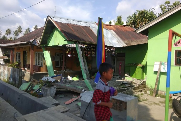 Image: A collapsed house following an earthquake in Donggala, Central Sulawesi