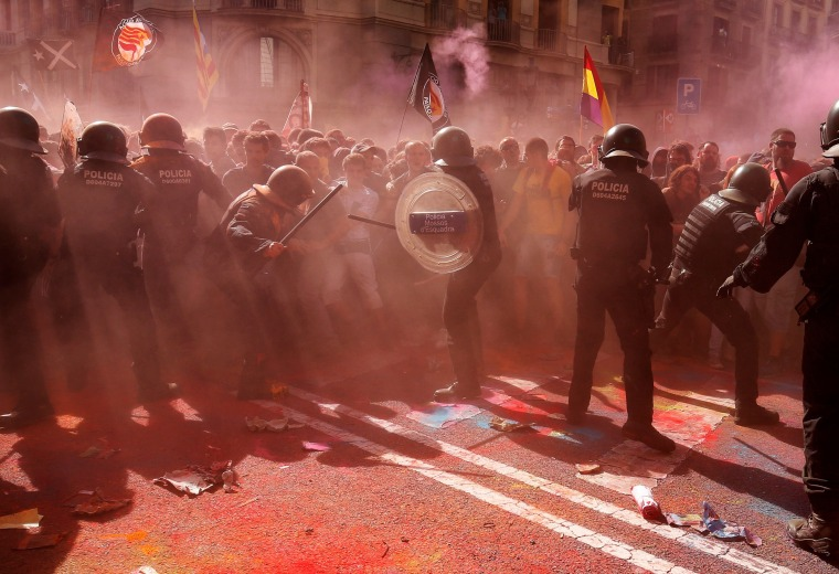 Image: Catalan 'Mossos D'Esquadra' officers clash with separatist protesters in Barcelona.