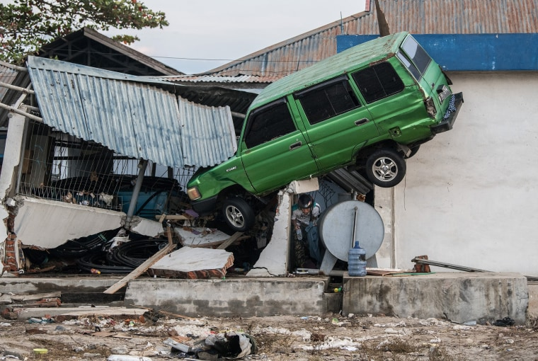Image: The aftermath of the tsunami in Palu, Indonesia