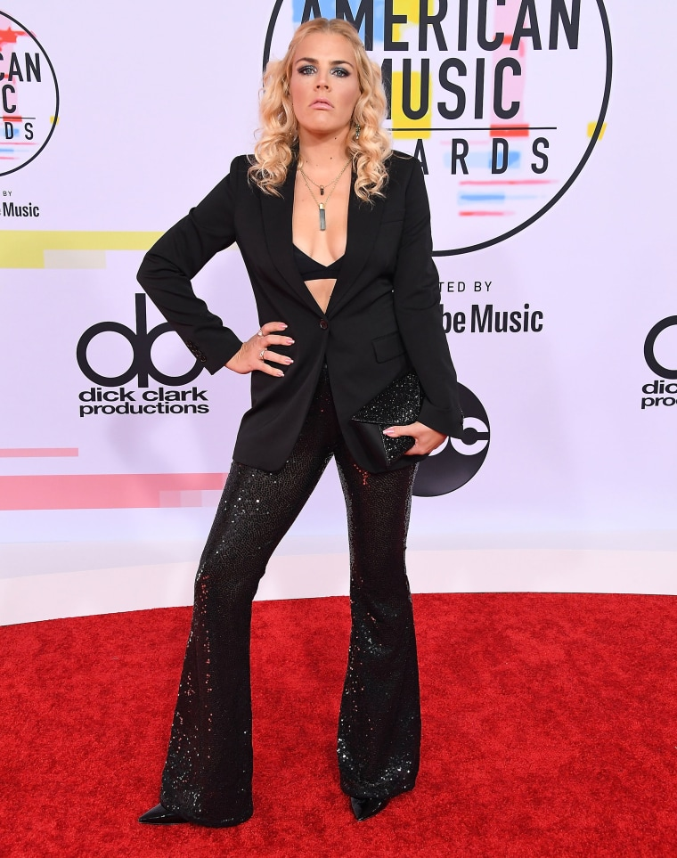 Busy Philipps 2018 American Music Awards