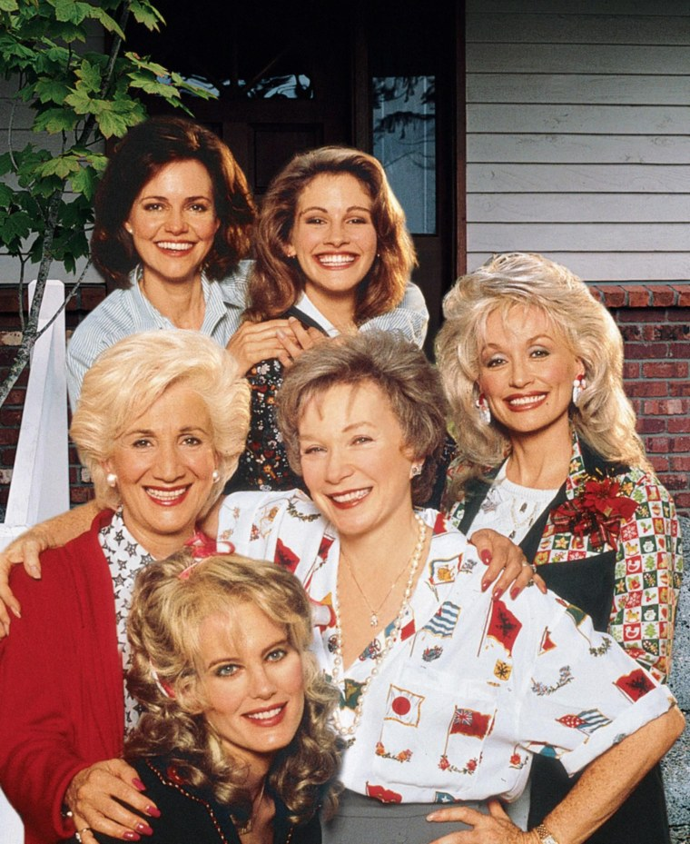 Steel Magnolias  Year : 1989 USA Director : Herbert Ross Daryl Hannah, Olympia Dukakis, Shirley MacLaine, Julia Roberts, Dolly Parton, Sally Field Photo: Zade Rosenthal. It is forbidden to reproduce the photograph out of context of the promotion of
