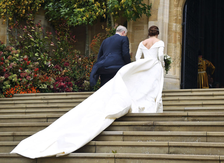 Custom Exhibition Stand By Me Royal Wedding : Princess eugenie s royal wedding dress shows off scoliosis