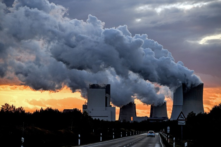 Image: Water vapor rises from a cooling towers of the Boxberg lignite-fired power station in Boxberg, Germany