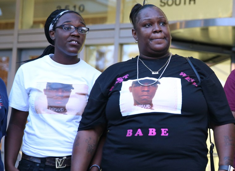 Chicago cop found at fault in fatal shooting has history of lawsuits, complaints