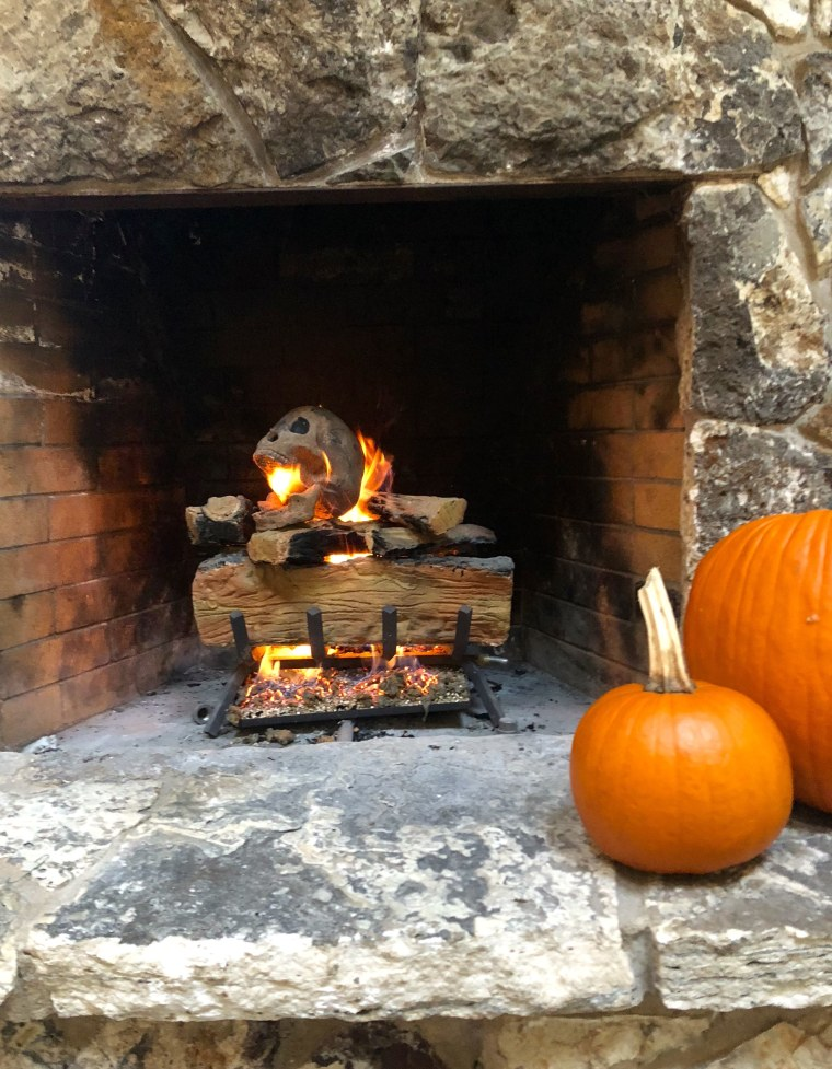Scary Halloween Decoration The Skull Log Looks Truly Creepy