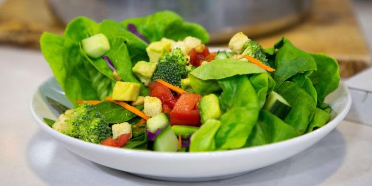 Sandra Lee's Breakfast Smoothie, Baked Salmon, Stockpot Salad