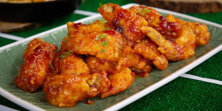 Jet Tila's Pulled Pork Nachos, Thai Hot Wings + Ryan Scott's Cincinnati-Style Chili, Multi-Meat Italian Football-Shaped Subs
