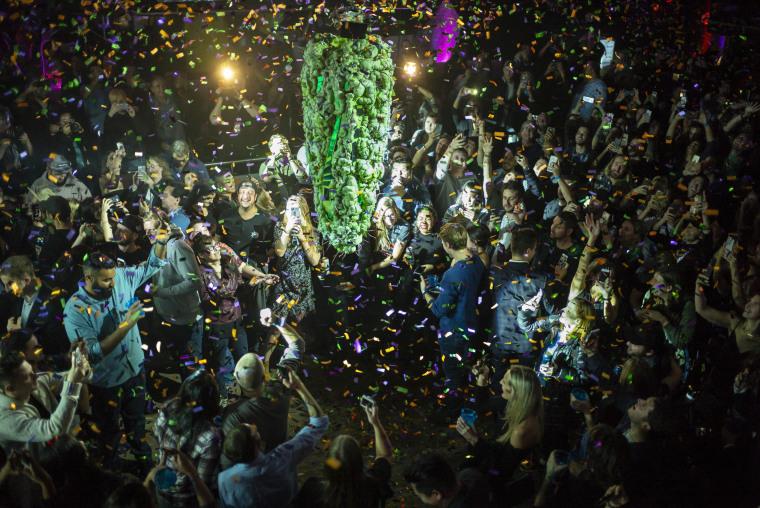 Image: Canada Legalizes Marijuana Nationwide