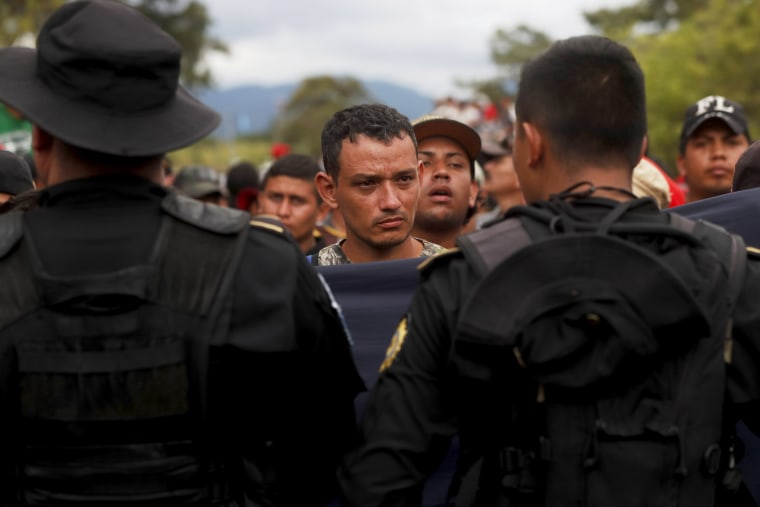 Image: Honduran migrant caravan crosses border of Guatemala