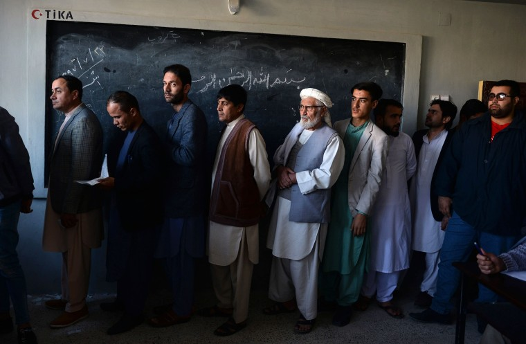 Afghans head to the polls facing renewed security threat 17