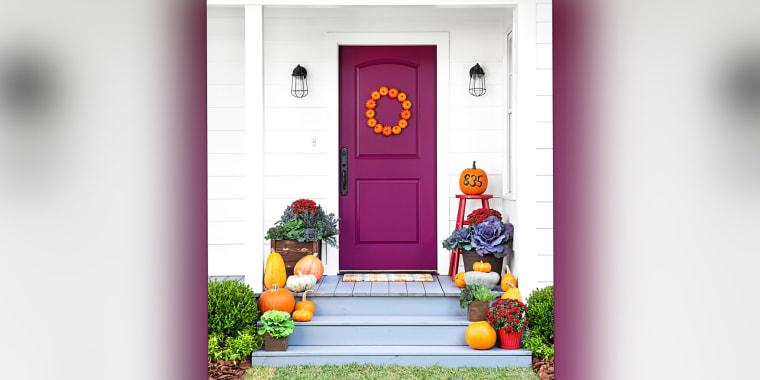 Fall wreaths, halloween wreath, how to make a wreath, front porch ideas, fall porch decor