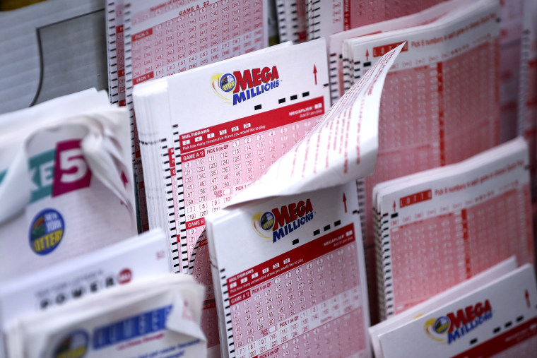 Image: Mega Millions Jackpot Becomes Largest Prize In U.S. History at $1.6 Billion