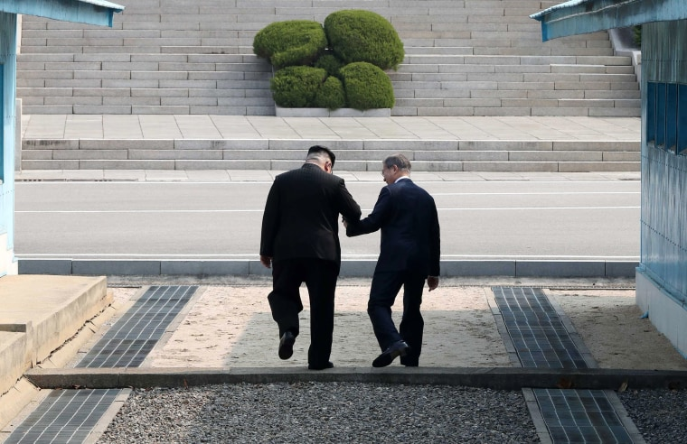 Image: Inter-Korean summit between heads of state of South and North Korea in Panmunjom