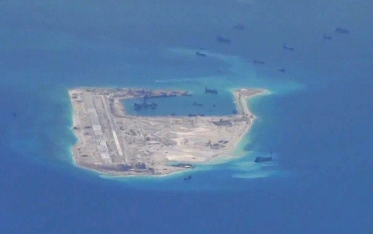 Image: Chinese dredging vessels in the South China Sea