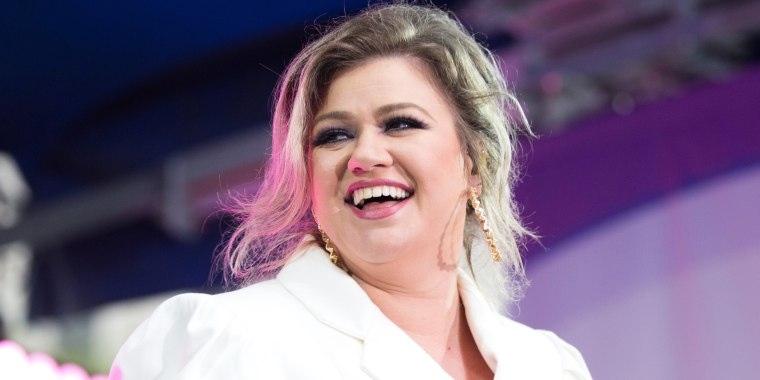 Kelly Clarkson really hates working out