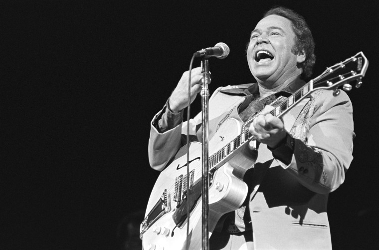 Roy Clark backstage at Holiday Star in Chicago in Nov. 1981