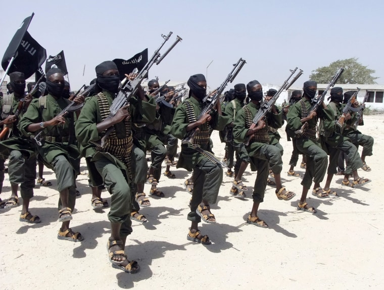 Image: Hundreds of al-Shabaab fighters perform military exercises