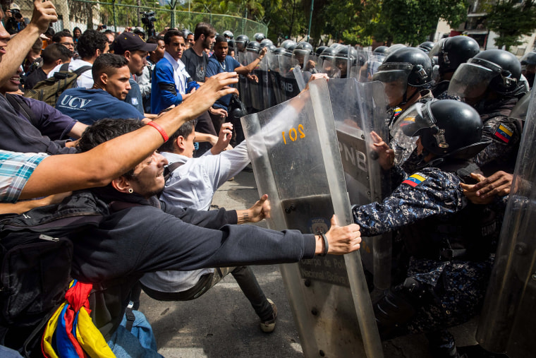 Image: Police prevent with tear gas a student march in Caracas