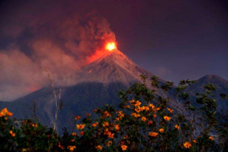 Image: Residents evacuate after Volcano de Fuego volcano erupted