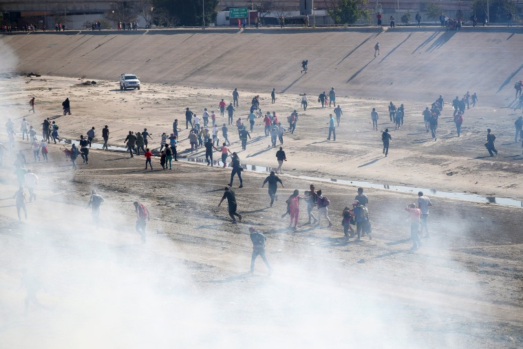 Image: Migrants run from tear gas in Tijuana, Mexico