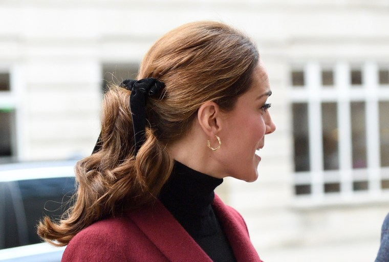 The former Kate Middleton's velvet bow is perfect for the holidays