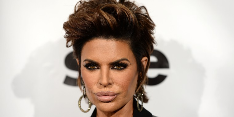 Lisa Rinna tries blond hair with a new wig c1c9ff327b95