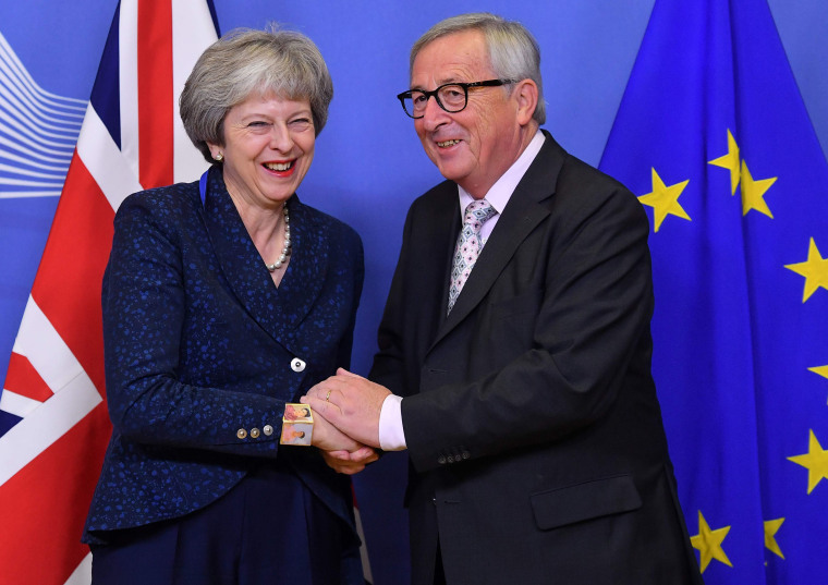 Image: EU Commission President Jean-Claude Juncker and Britain's Prime Minister Theresa May