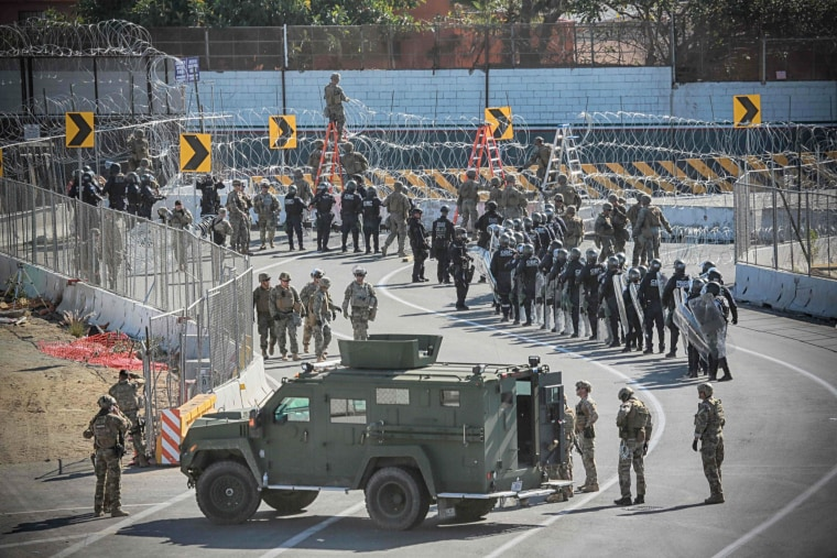 Military personel and border patrol agents at the San Ysidro border checkpoint south of San Diego, California, on Nov. 25, 2018.