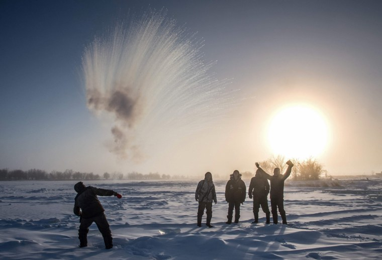 Image: TOPSHOT-RUSSIA-WEATHER-COLD-ICE-HARVESTING