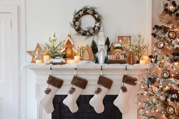 5 Mantel And Fireplace Decor Ideas For Christmas 2018