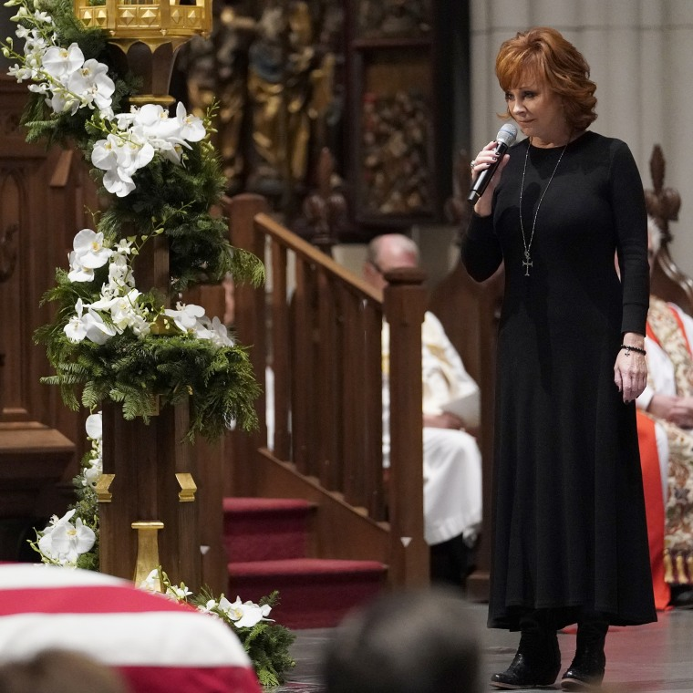 https://media1.s-nbcnews.com/j/newscms/2018_49/1392792/reba-mcentire-bush-funeral-today-square-181206_4bc6bc618e621034d2a4496da5b48ec5.fit-760w.jpg