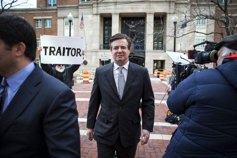 Image: Paul Manafort leaves federal court in Alexandria