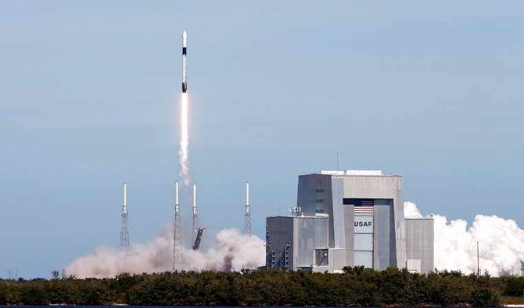 Image: A SpaceX Falcon 9 rocket with the Dragon cargo spacecraft aboard launches to the International Space Station